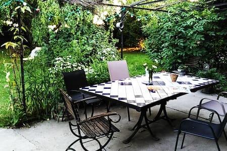 Studio indépendant dans maison de charme.