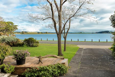 Private Beachside House with a great view - Waiuku - Дом