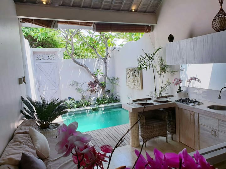 MONTHLY 1 BEDROOM VILLA IN SEMINYAK FREE SCOOTER