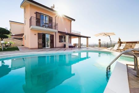 Exceptionally Panoramic Villa 2 km from the beach - Chianchitta