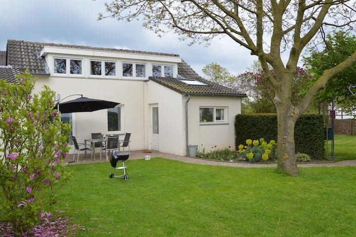 Comfortabele woning in Limburg met een omheinde tuin