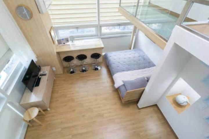 #1- Julie's Duplex / 명동과 가까운 복층 스튜디오