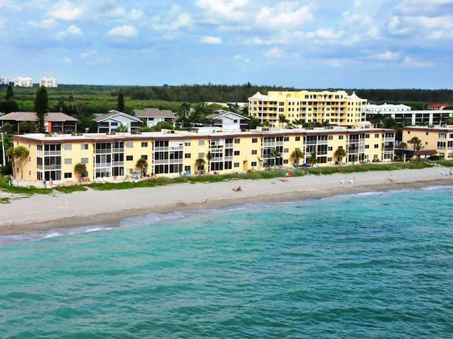 Beachfront - 1-Bedroom Condo at Fisherman's Cove - Free Boat Docks - 3rd Floor