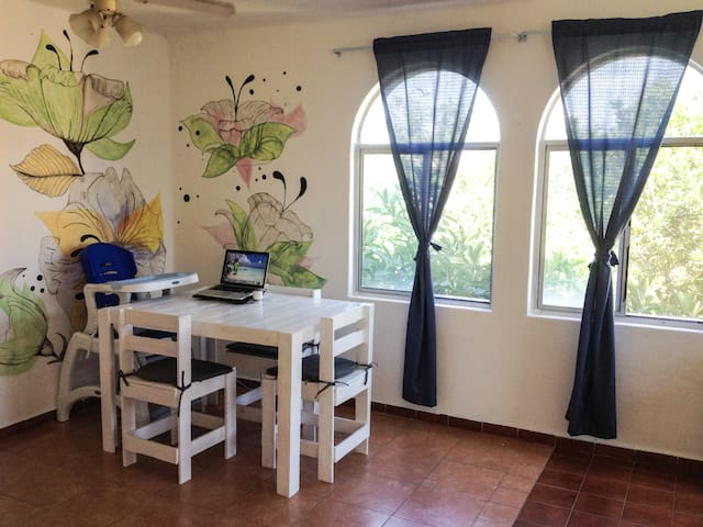 """Tropical garden"" room in great location"