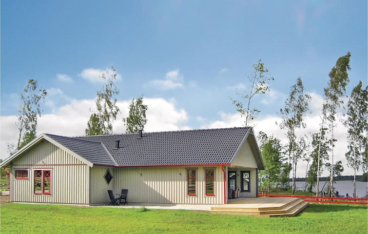 Holiday cottage with 4 bedrooms on 122m² in Vittaryd