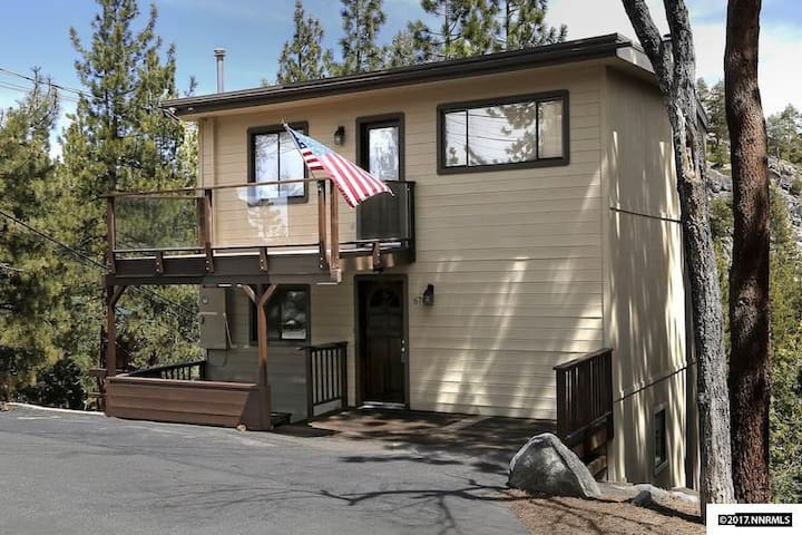 Big Zephyr Cove Home in Peaceful Forest Setting!