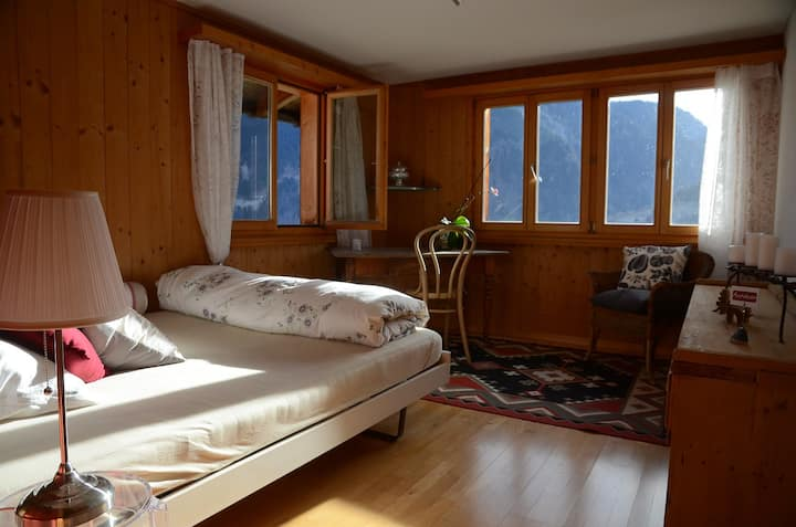 "Bed & Breakfast Amarenda - Zimmer ""Seraina"""