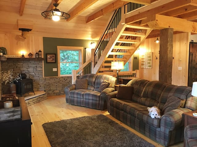 Sunapee, NH Cozy Hillside Retreat