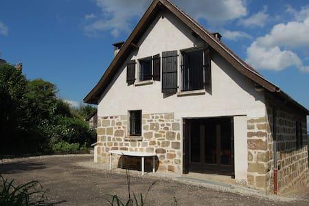 Gîte pour famille en campagne - Brignac-la-Plaine - Hus