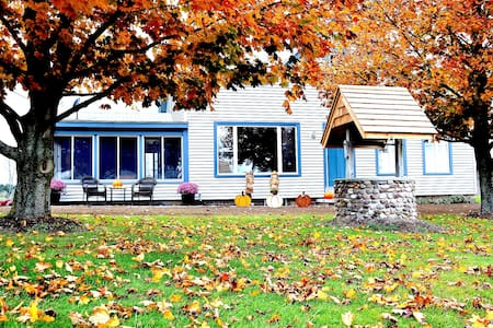 1840's Farmhouse in the country! - Rochester - Haus