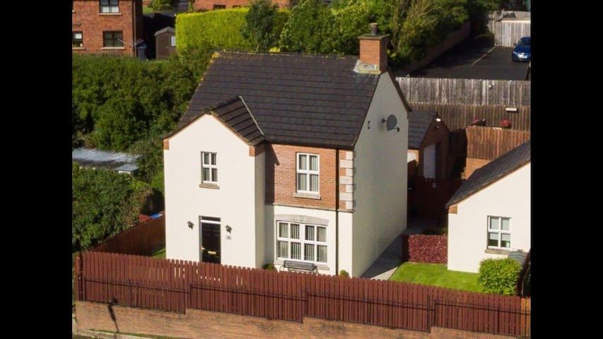 Convenient, modern, spacious house and garden
