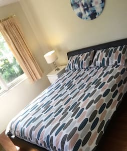 Comfy unit double bedroom - Mount Waverley