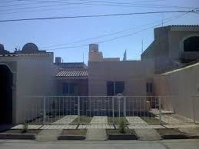 casa simple en guzman - Ciudad Guzman - Byt