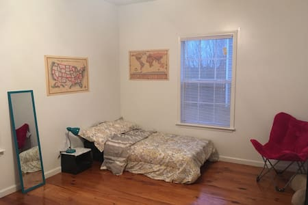 Quiet & Clean room in Starkville/Public transport - Старквилл