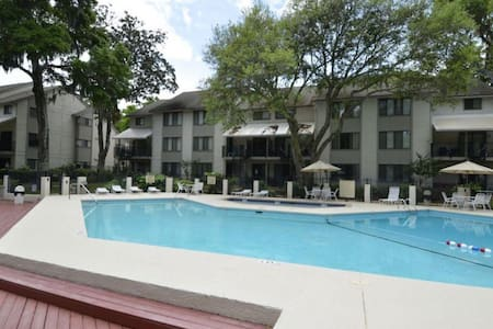 2nd Floor Townhouse, Short Walk to Beach, FREE Gym & Tennis - Hilton Head Island - Villa