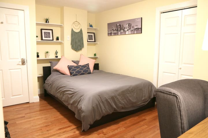 Spacious room- Minutes to downtown & airport #1