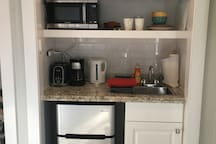 Private Kitchenette with sink, microwave, mini-fridge/freezer, coffee and tea makers, toaster, microwave, and food storage containers and dining for 2. Coffee and Tea Service Dunkin' Donuts, Starbucks & Green Mountain Coffees. Stash Teas.