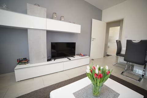 Home 3 rooms 10min direkt  Stuttgart Hbf free WiFi