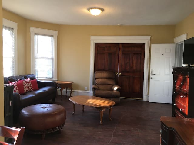 Excellent apt in the heart of downtown New Britain - New Britain - Daire
