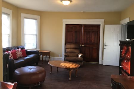 Excellent apt in the heart of downtown New Britain - New Britain - Wohnung