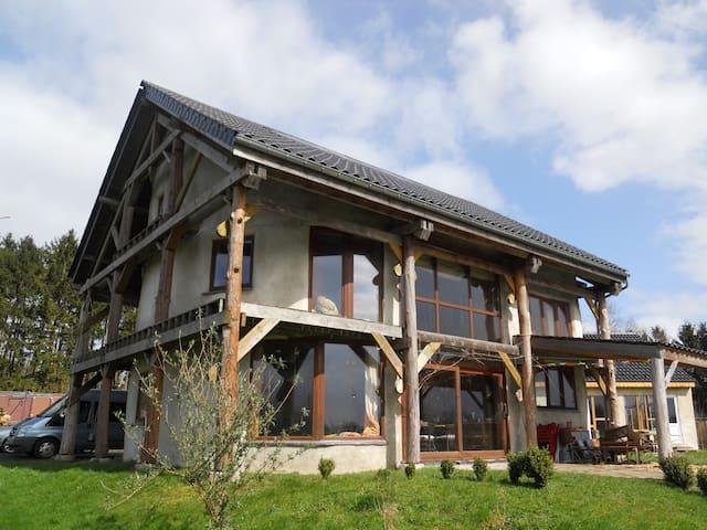 maison d'artistes- vue magnifique - Houyet - Huis