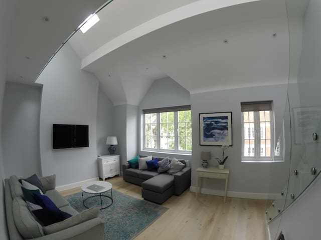 Recently Renovated - Excellant transport Links - London - Apartment