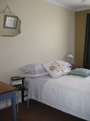 Home away from Home - Queanbeyan - Complexo de Casas