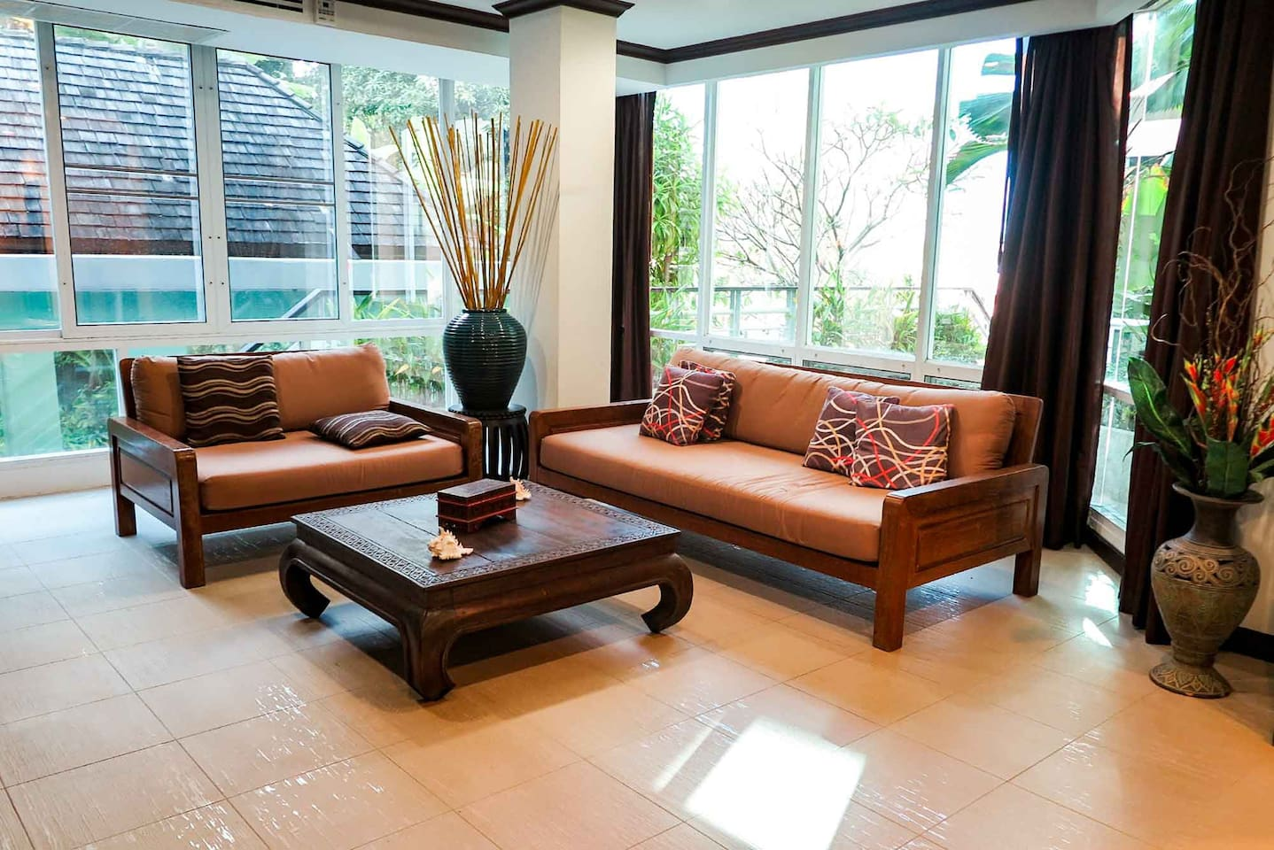 The lounge with easy access to the top swimming pool