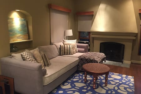Comfort & Convenience in Hollywood/West Hollywood - Los Angeles - House