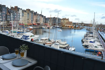 The balcony of the harbor . super center .HONFLEUR