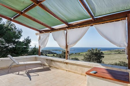 Secluded villa w/ sweeping sea views, easy access to beach & dining!