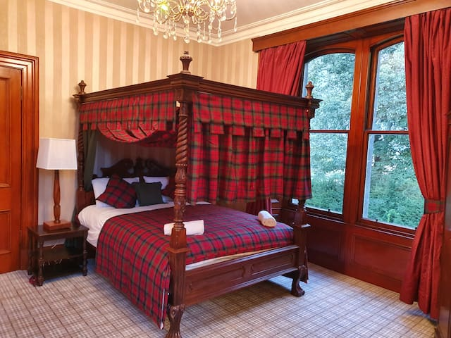 A Fantastic Victorian Manor House in Scotland