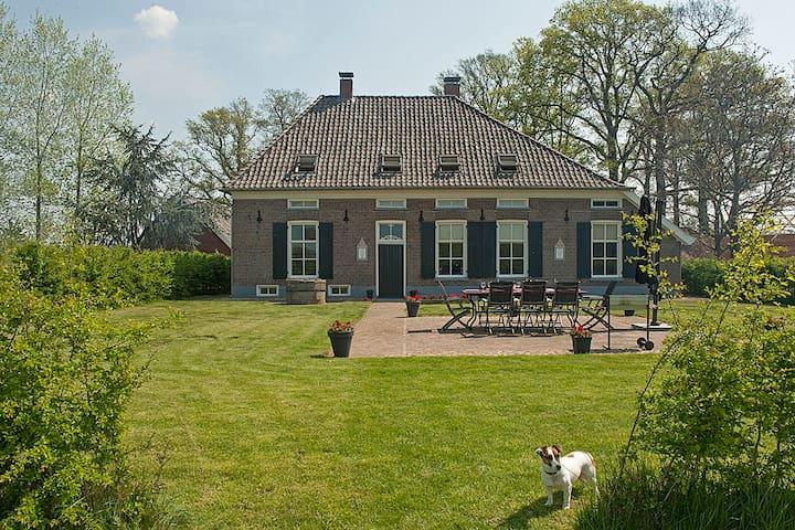Monumentale vakantieboerderij - Geesteren - Dom