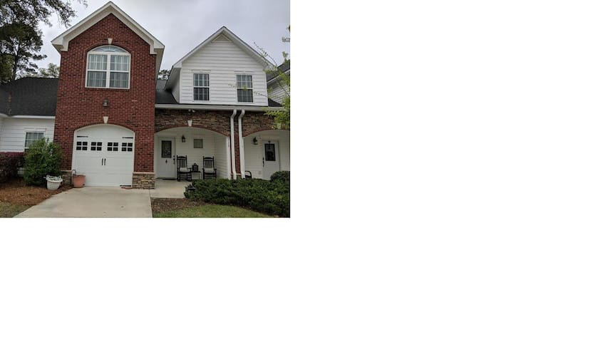 Upscale Townhouse near Thomasville