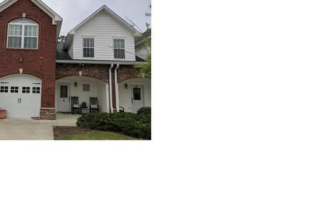 Upscale Townhouse near Thomasville