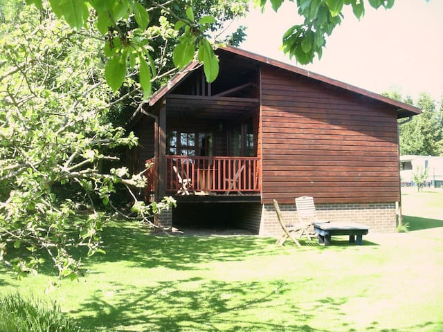 Maple Lodge, Pondfauld