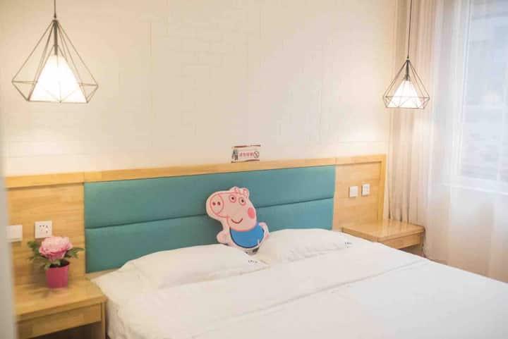 北戴河刘庄不期而遇客栈 步行6分钟到海边 近鸽子窝碧螺塔 大床房 两人间