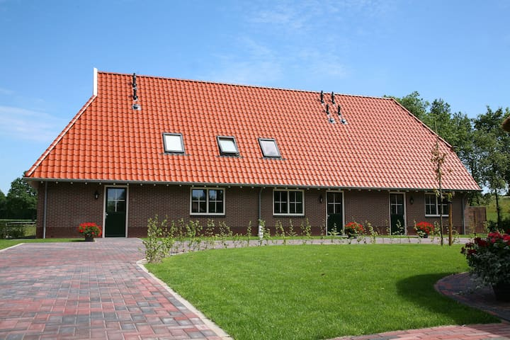 Semi-detached holiday home with petting zoo, mini golf and playground in Enter