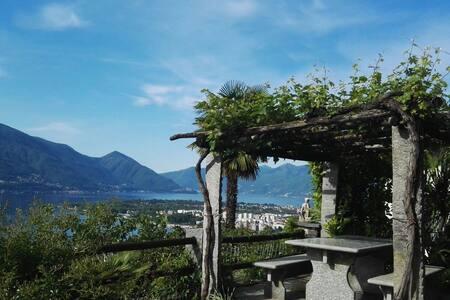 Wohnung + Garten + Seesicht + Pergola