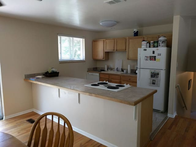 Here's the kitchen in it's infinite glory!