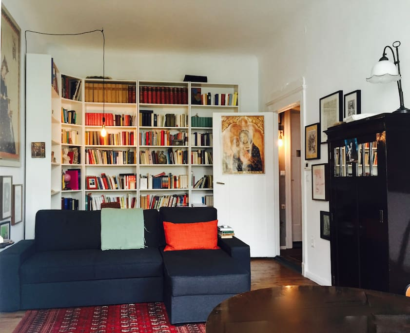 Wohnzimmer/living room (with extendable bed sofa)