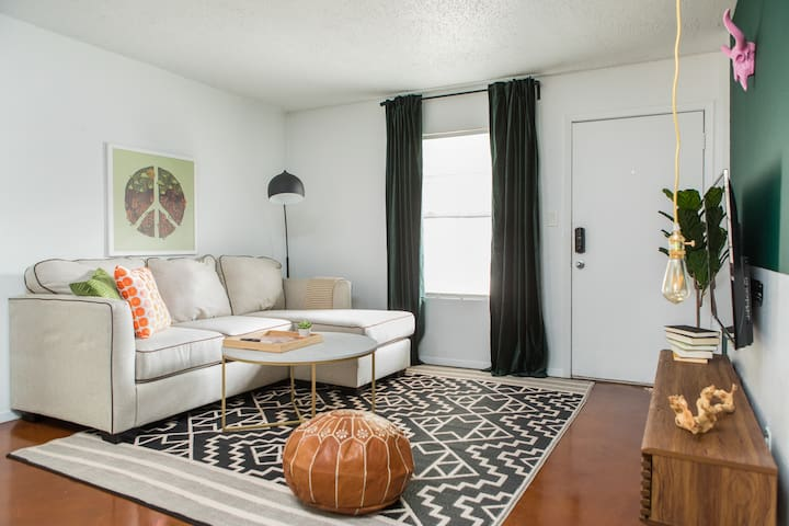 Quaint 1BR Central Austin Apt #111 by WanderJaunt