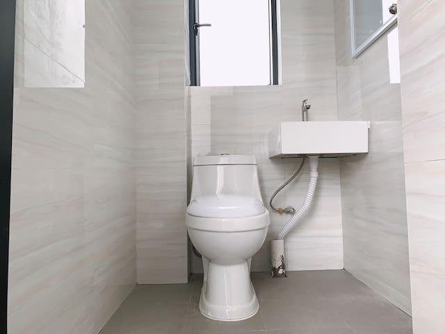 二号线江夏地铁口房源,精装修,整租一室户,带独立阳台,家电齐全,拎包入住,及其舒适