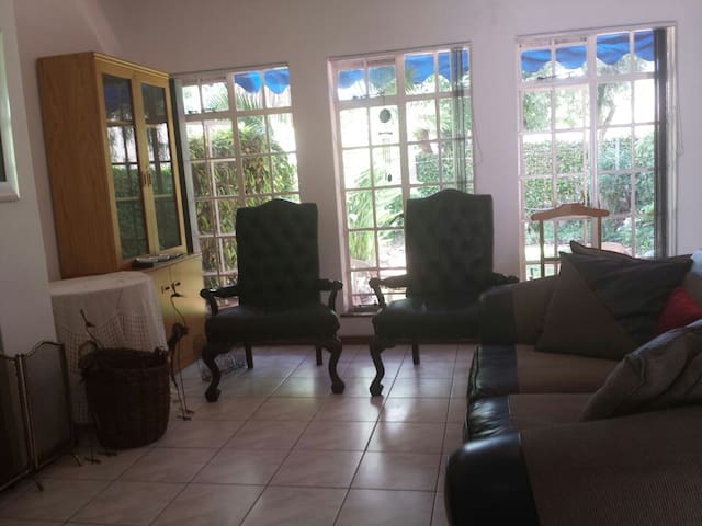 Duplex Flat - 2 Bedroom & Parking - Harare - Maison de ville