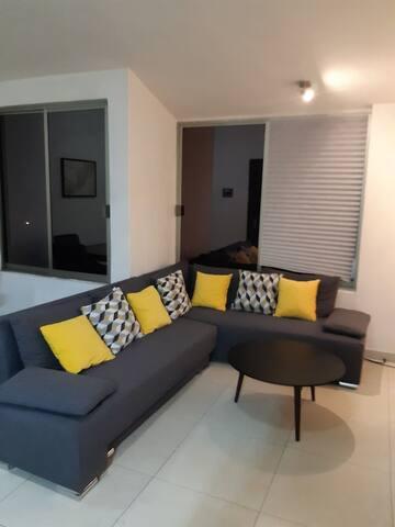 Cómodo y amplio sofá cama para visitante extra