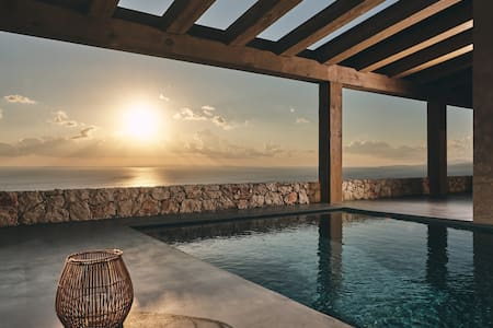 East villa, private pool amazing view!
