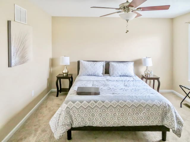 (203) A Perfect 5 Star Stay★Queen Bed★Long Term