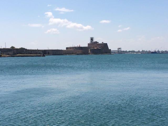 Veduta del castello Alfonsino di Brindisi, circa 3km.