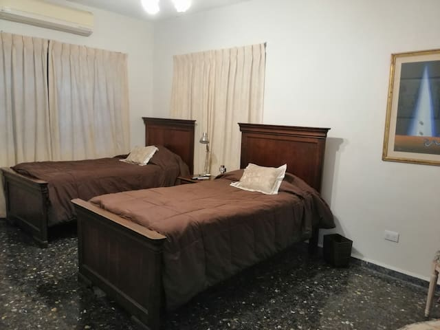 COMFORTABLE BEDROOM FOR 2. (ROOM 1)