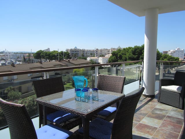 Spacious Luxury Apartment With Pool And Sea Views - Roses - Flat